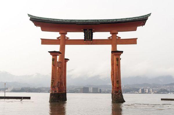 great-torii-of-miyajima-1425480__480