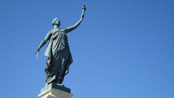 statue-2708766__340