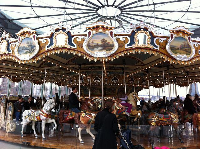 carousel-327688__480