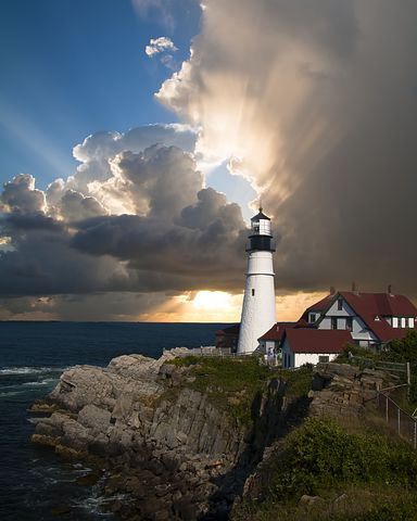 lighthouse-168132__480
